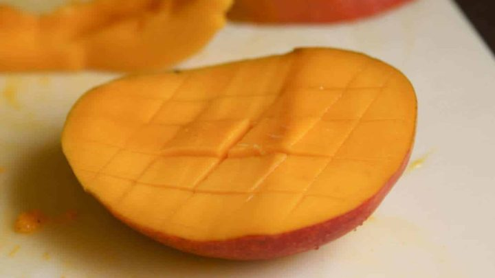 hash the meat of the mango