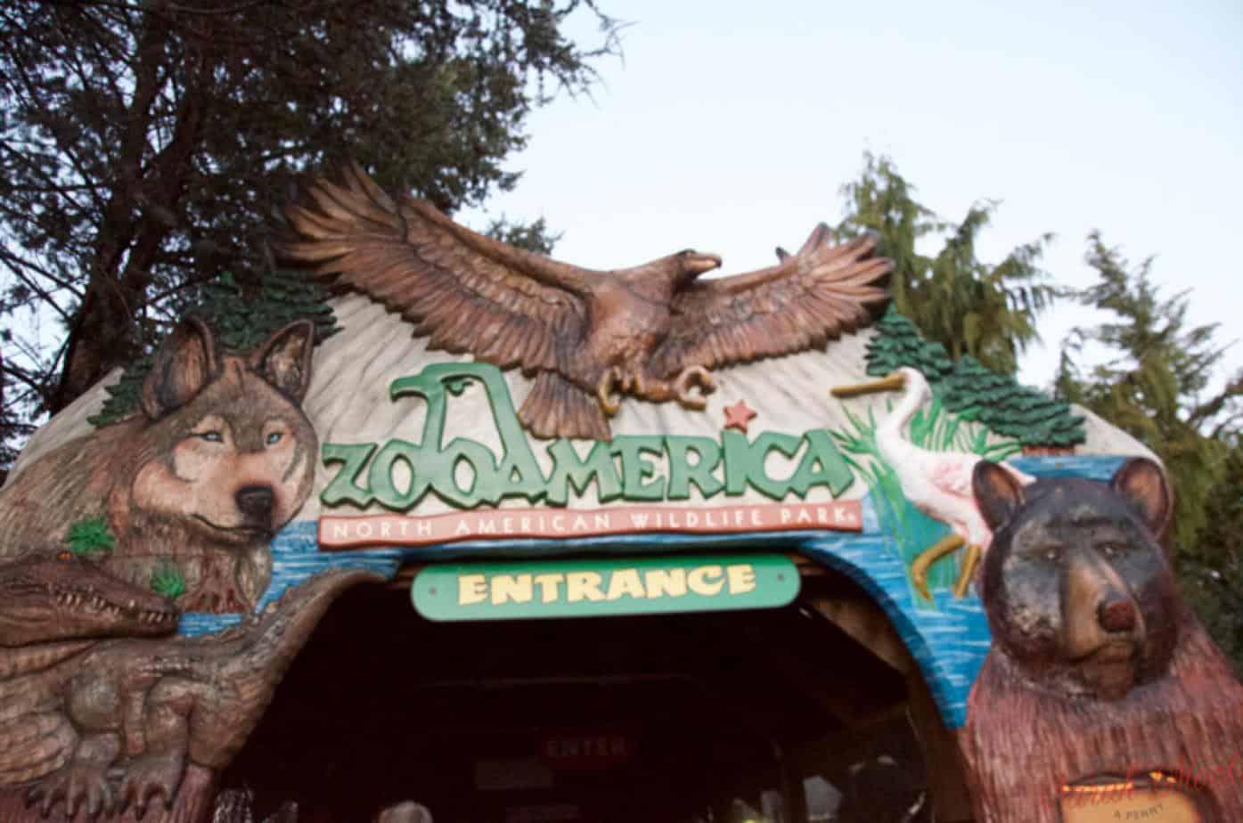 entrance to zooAmerica