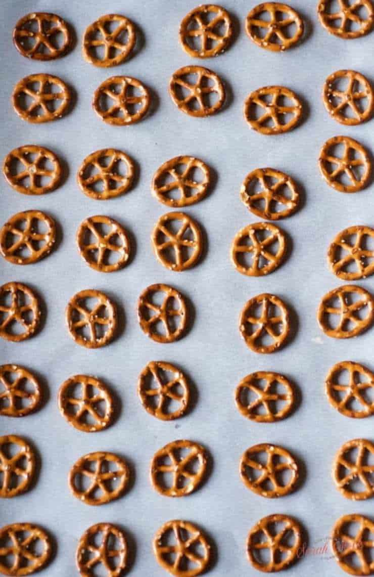 TIE Fighter Chocolate Pretzel Treats - Savoring the Good
