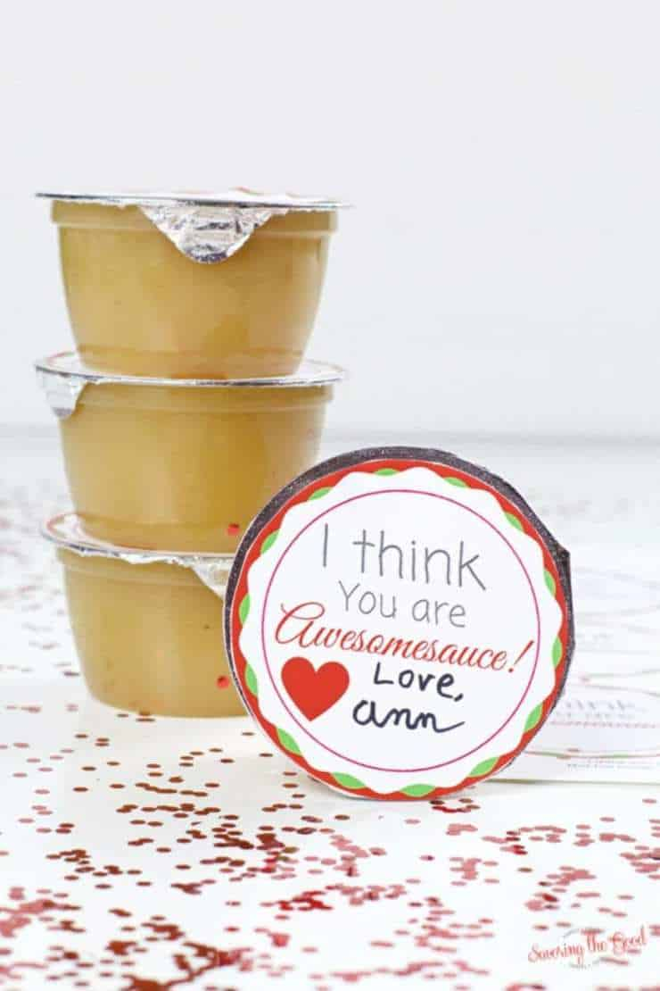 A free printable for an applesauce cup that is super simple for Valentine's Day. Great for schools that are candy free, nut free or allergy friendly.