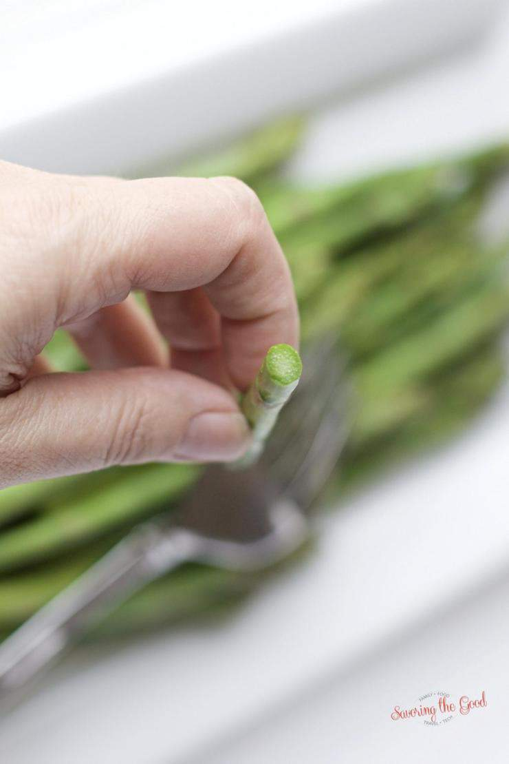 It is easier learn how to cook asparagus than you may think. Asparagus can go from crisp to over done faster than a pot of water boiling over. With the help of this sous vide asparagus recipe your #asparagus will be tender, crisp and full of flavor. I find this is a fail proof way on how to cook asparagus. #sousvide #sousviderecipe