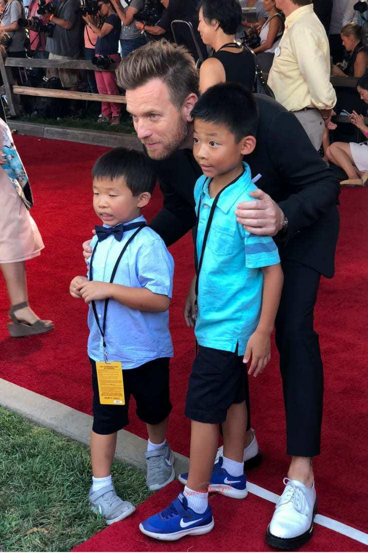 Christopher Robin Red Carpet Ewan McGregor with fans