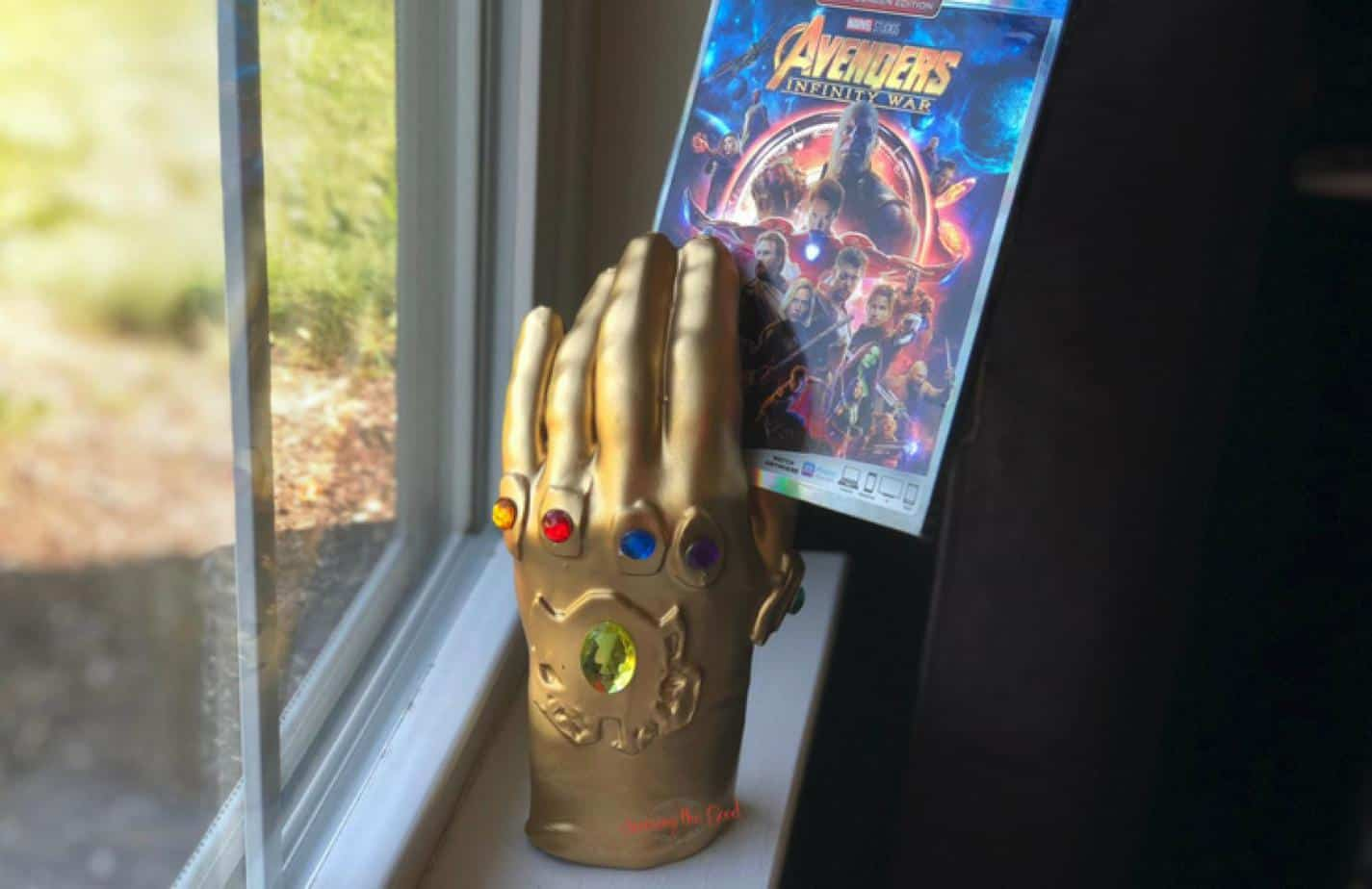 Infinity Gauntlet wax hand holding infinity war bluray