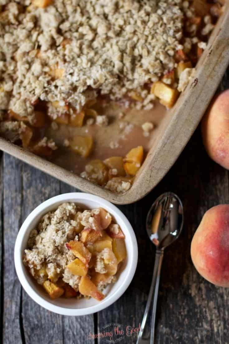 peach crisp recipe top down image
