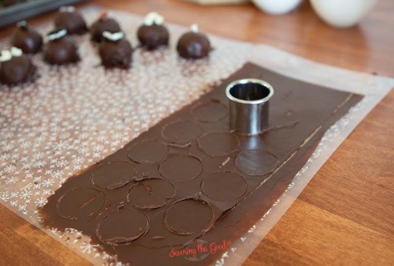 making decorative chocolate disks