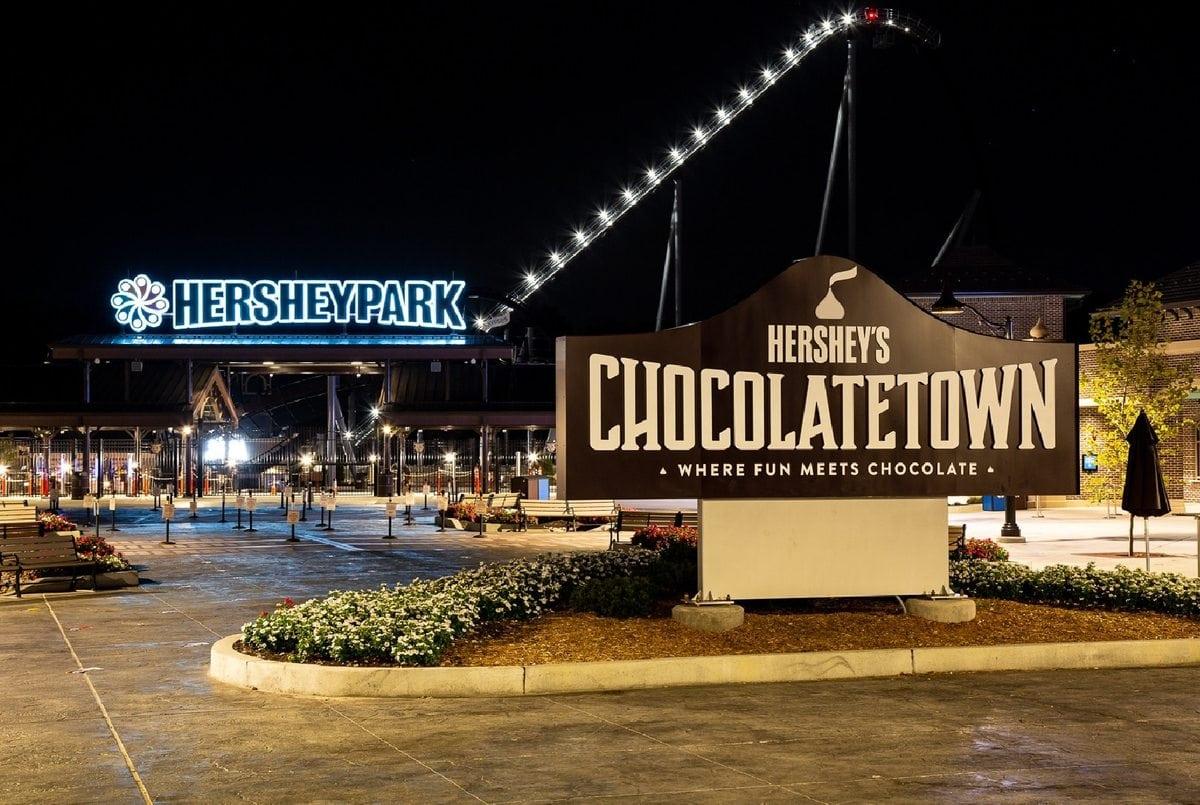 chocolatetown at night