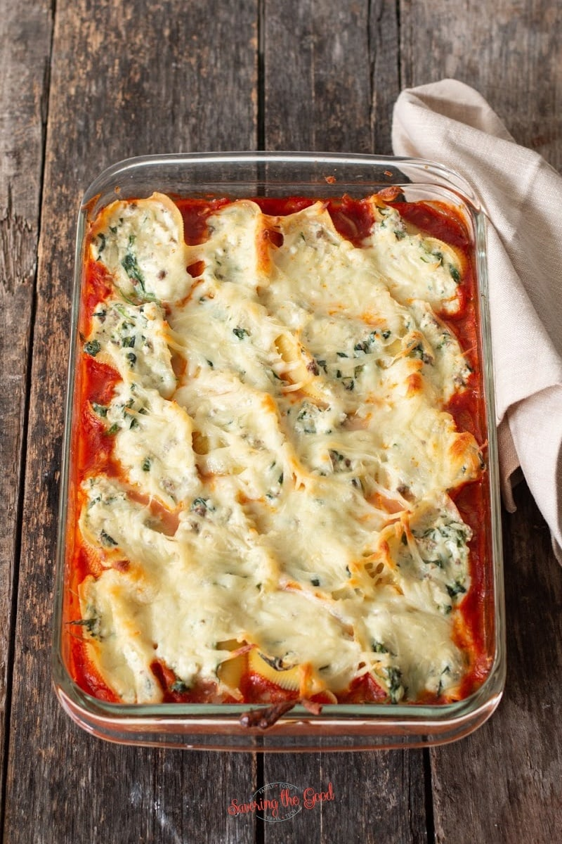 cooked lasagna stuffed shells in a glas pan