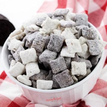 Cookies and Cream Muddy Buddies Recipe