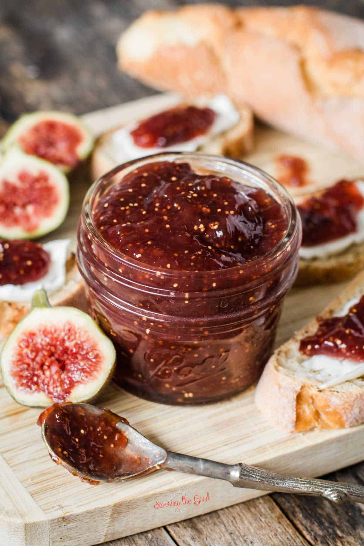 Fig Preserves vertical image with a cutting board, fresh fig slices and crustini