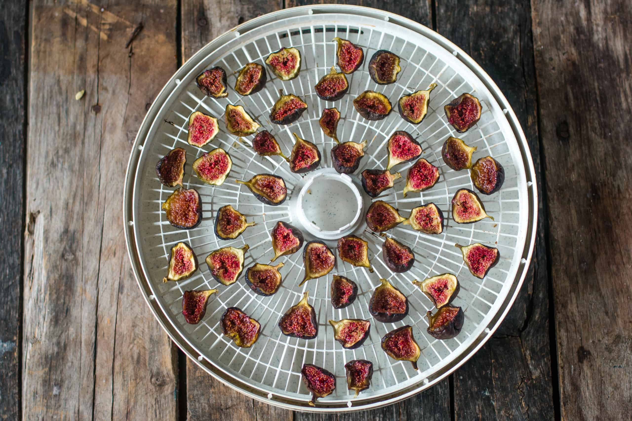 figs after being dehydrated on a shite circular dehydrating rack